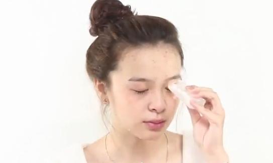 Sáng ngủ dậy thấy mí mắt bị sụp hãy áp dụng ngay những phương pháp tự nhiên này để cải thiện nhanh chóng - Ảnh 2
