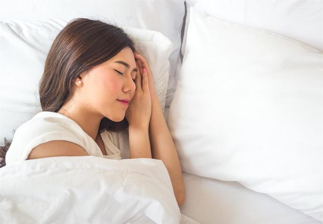 Sáng ngủ dậy thấy mí mắt bị sụp hãy áp dụng ngay những phương pháp tự nhiên này để cải thiện nhanh chóng - Ảnh 5