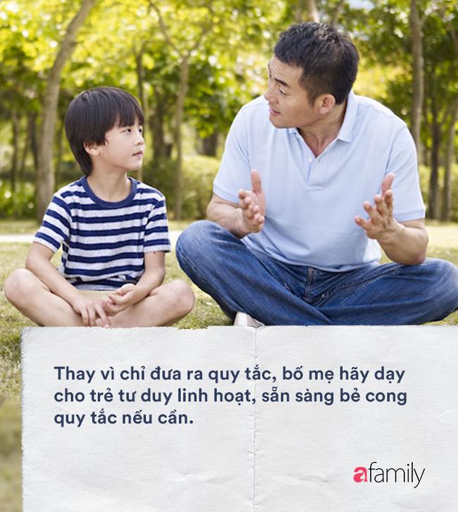 5 cách dạy dỗ kìm hãm sự trưởng thành của con, bố mẹ còn tiếp tục thì chẳng khác nào 'đè một gã thiếu niên ra bắt mặc bỉm' - Ảnh 5