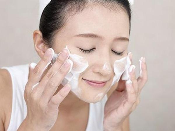 Học quý cô Hàn - Nhật rửa mặt theo phương pháp 4-2-4 cho da căng mịn - Ảnh 3