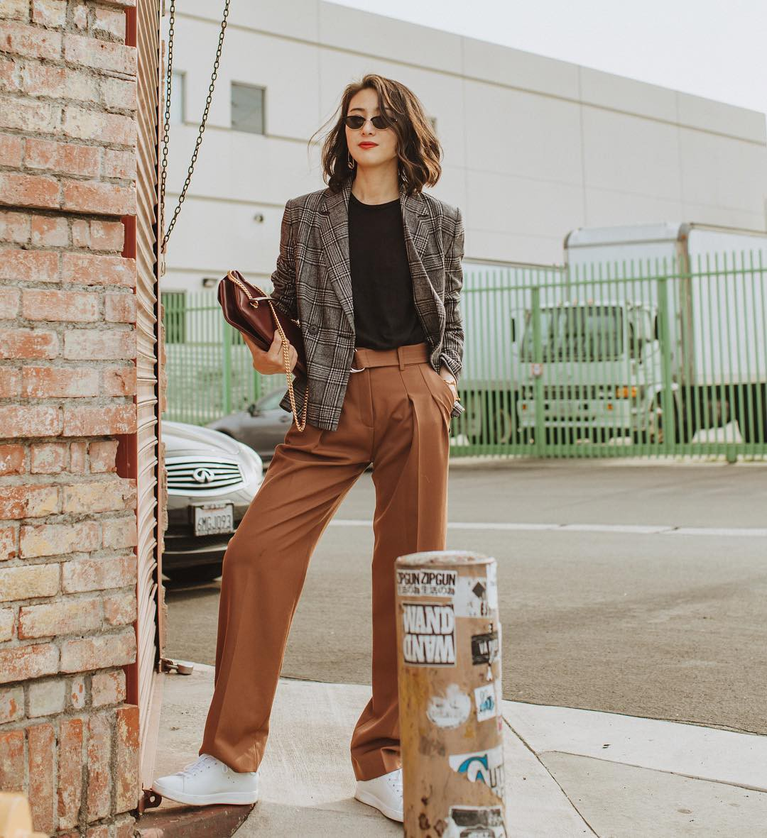 Khi bị đồng nghiệp chê mặc xấu: Nàng công sở đừng mặc kệ mà hãy cải tổ phong cách với 8 items sau đây - Ảnh 11