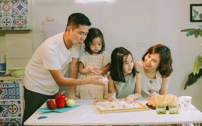 Trước khi 'đường ai nấy đi', vợ chồng Lưu Hương Giang - Hồ Hoài Anh từng là một 'cặp bài trùng' trong cách dạy con - Ảnh 1