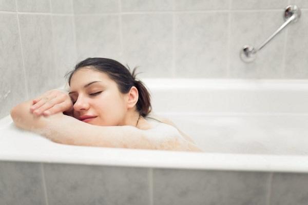 Nguy hiểm chết người nếu tắm sai cách vào mùa đông - Ảnh 2