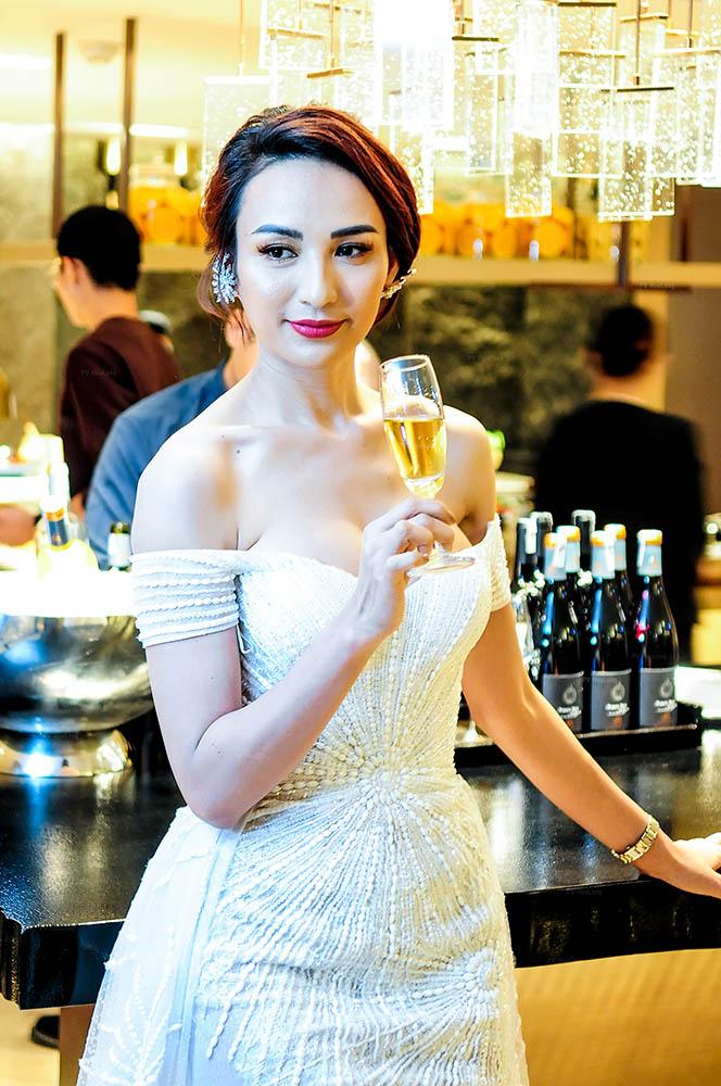 Phương Khánh, Ngọc Diễm, Uyên Linh chúc mừng New World Sài Gòn Hotel đổi diện mạo mới - Ảnh 3