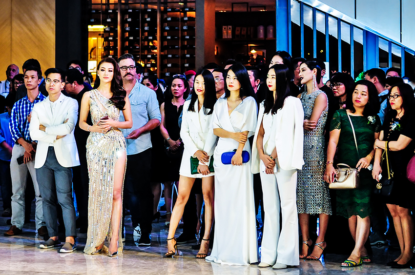 Phương Khánh, Ngọc Diễm, Uyên Linh chúc mừng New World Sài Gòn Hotel đổi diện mạo mới - Ảnh 2