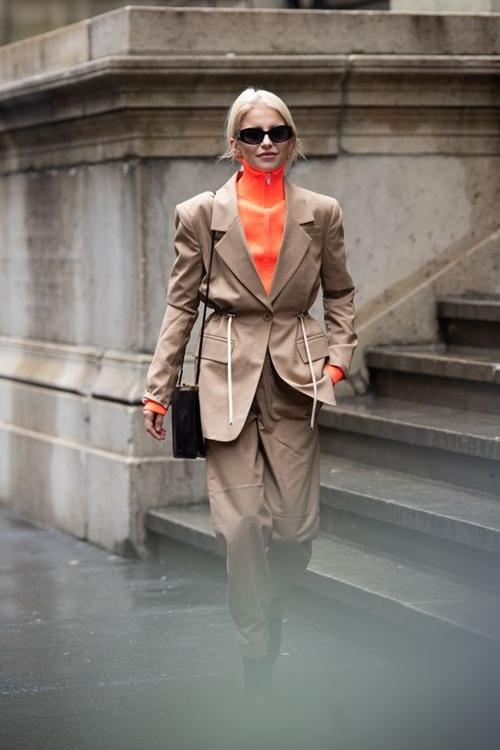 10 cách mặc suit công sở mới mẻ dành cho phái đẹp - Ảnh 4