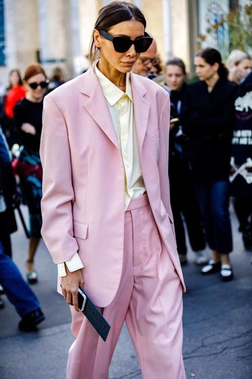 10 cách mặc suit công sở mới mẻ dành cho phái đẹp - Ảnh 8