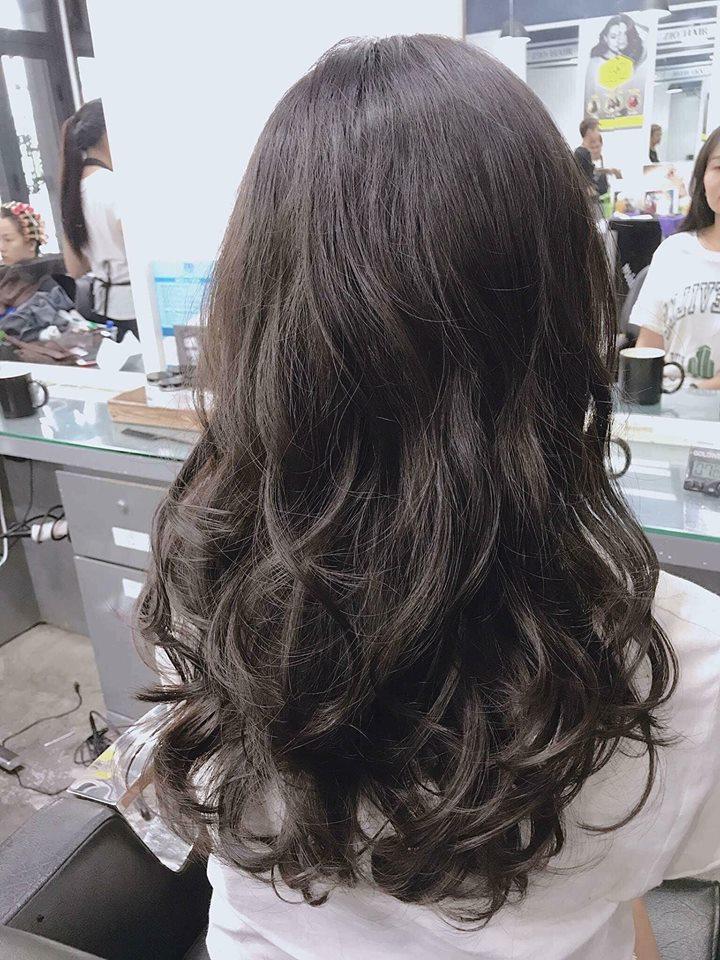 Hơn 3 tuần nữa là đến Tết, phụ nữ hãy 'lên đời' nhan sắc ngay với 9 kiểu tóc uốn xinh hết nấc này - Ảnh 4