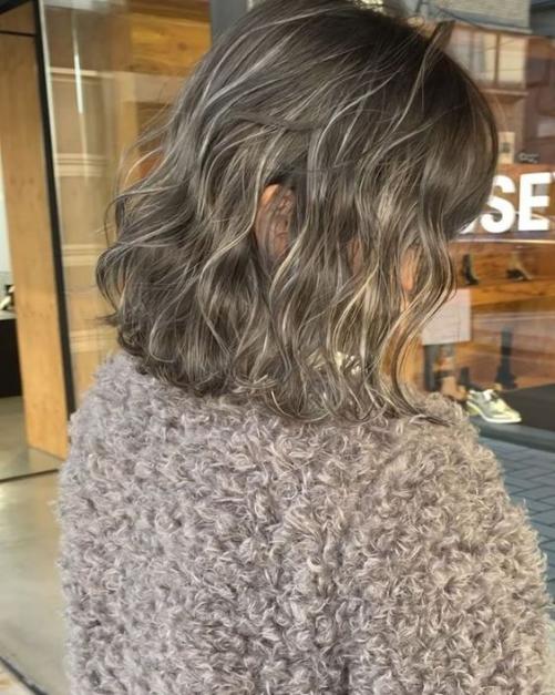 Hơn 3 tuần nữa là đến Tết, phụ nữ hãy 'lên đời' nhan sắc ngay với 9 kiểu tóc uốn xinh hết nấc này - Ảnh 6