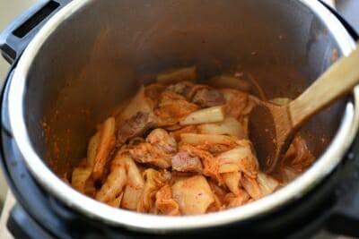 Công thức nấu canh kim chi chuẩn vị Hàn cho mùa đông không lạnh - Ảnh 2