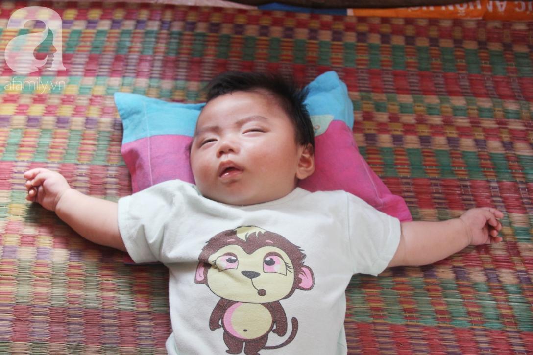 Hình ảnh mới nhất của bé Trọng Em 9 tháng tuổi bị mẹ bỏ rơi khi phát hiện bé bị bại não - Ảnh 7