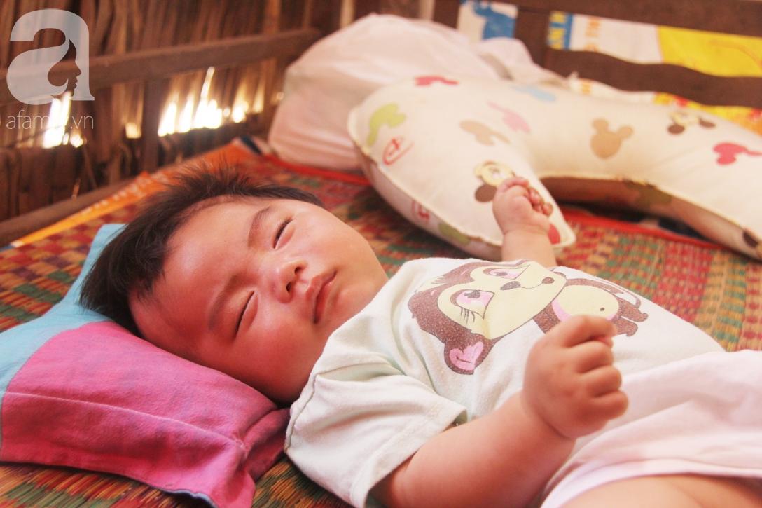Hình ảnh mới nhất của bé Trọng Em 9 tháng tuổi bị mẹ bỏ rơi khi phát hiện bé bị bại não - Ảnh 9