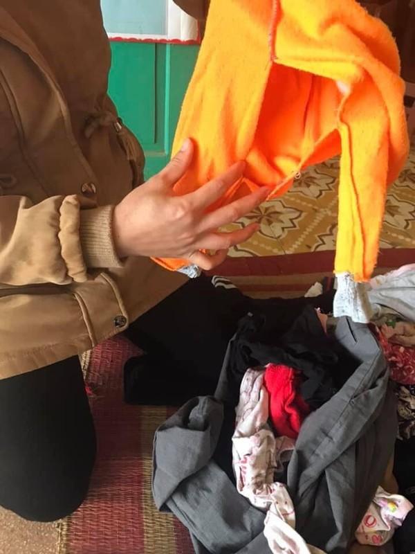 Nhức mắt với áo ngực chảy nhão, quần chíp thủng lỗ chỗ được quyên góp ủng hộ cho trẻ em vùng cao - Ảnh 5