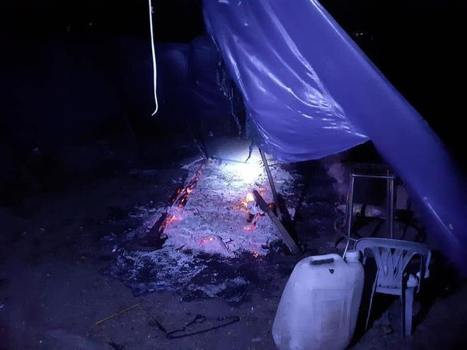 Hiệp sĩ ở làng Đại học TP.HCM bị 10 thanh niên rượt chém, đốt xe, đốt luôn cả chỗ ở - Ảnh 3