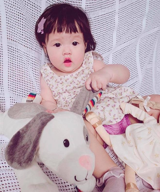 Hoa hậu Đặng Thu Thảo diện áo dài đôi cùng con gái nhưng bất ngờ vì chi tiết này - Ảnh 3