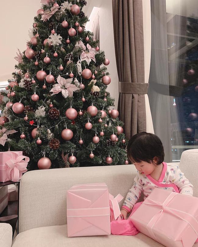 Hoa hậu Đặng Thu Thảo diện áo dài đôi cùng con gái nhưng bất ngờ vì chi tiết này - Ảnh 4