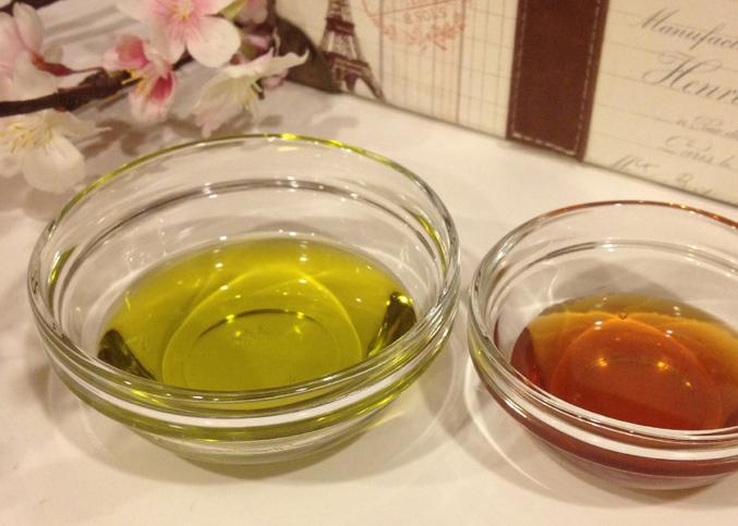 Nếu đang lo lắng vì nám, tàn nhang chi chít khuôn mặt, hãy dùng dầu dừa theo 3 cách này để lấy lại làn da trắng hồng - Ảnh 2