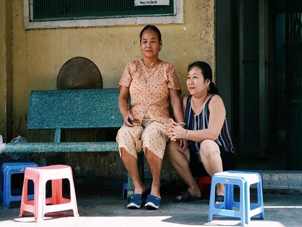 8/3 ở 'xóm bà bầu' Sài Gòn: Những người phụ nữ gian nan đi tìm thiên chức làm mẹ và tình người trong con hẻm hy vọng - Ảnh 1