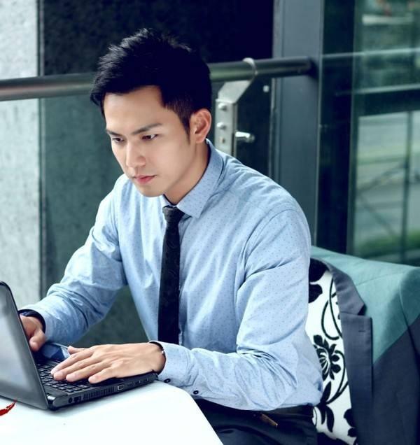 Bức ảnh Chung Hán Lương hồi năm 18 tuổi đang gây sốt, fan cảm thán: Đây mới đúng là Hà Dĩ Thâm thời trẻ chứ! - Ảnh 1