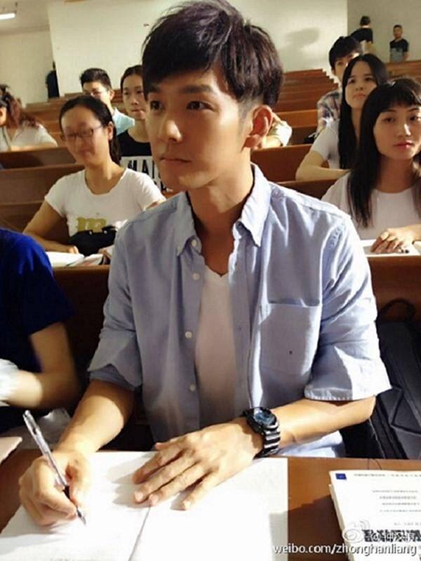 Bức ảnh Chung Hán Lương hồi năm 18 tuổi đang gây sốt, fan cảm thán: Đây mới đúng là Hà Dĩ Thâm thời trẻ chứ! - Ảnh 8