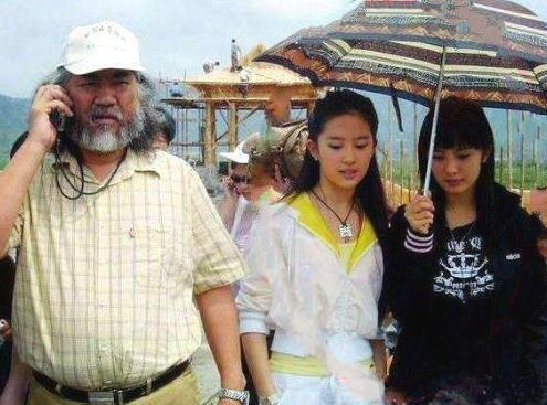 Cô gái 10 năm trước cầm ô cho Lưu Diệc Phi, giờ đây cô ấy đã thành nữ hoàng rating - Ảnh 1