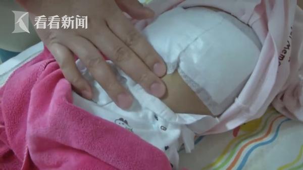 Con sinh mới hơn 3 tháng thì vùng bụng bỗng nhô lên bất thường, cha mẹ khi biết được nguyên nhân liền vô cùng suy sụp - Ảnh 2