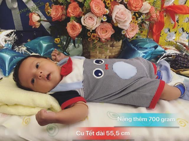 Con trai thứ của Thanh Thuý khoe vẻ kháu khỉnh trong tiệc đầy tháng - Ảnh 1
