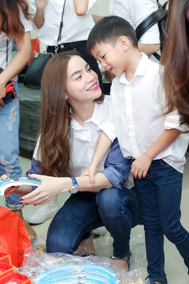 Khoe quà 8/3 của con trai Subeo, Hà Hồ nghẹn ngào với điều ước khó thành hiện thực của cậu bé - Ảnh 6