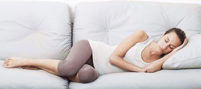 Mách các mẹ 4 tư thế nằm tốt nhất sau sinh mổ giúp mau chóng hồi phục sức khỏe - Ảnh 3