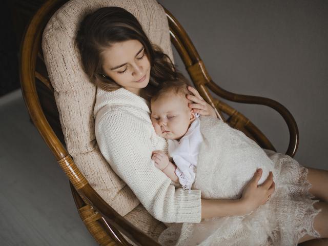 Mách các mẹ 4 tư thế nằm tốt nhất sau sinh mổ giúp mau chóng hồi phục sức khỏe - Ảnh 5