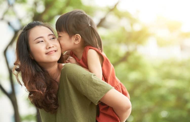 Ngày 8/3 của mẹ đơn thân: Đừng nhìn người khác nhận hoa mà tủi thân, hãy tận hưởng niềm vui bên con - Ảnh 2