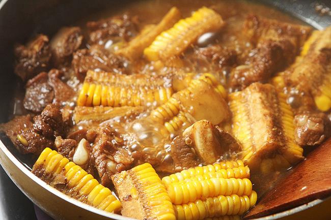 Mẹ chồng phản đối khi tôi cho nguyên liệu này vào món sườn kho nhưng ăn rồi thì khen hết lời - Ảnh 4