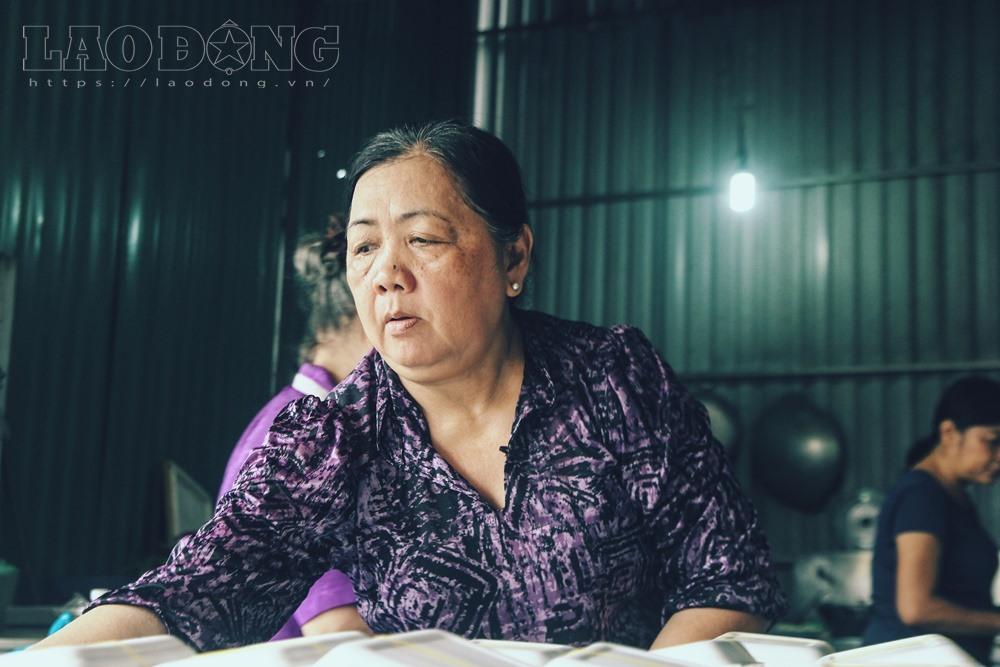 Gạt nước mắt, mẹ chồng nạn nhân nấu cơm chay miễn phí cho cư dân Carina - Ảnh 3