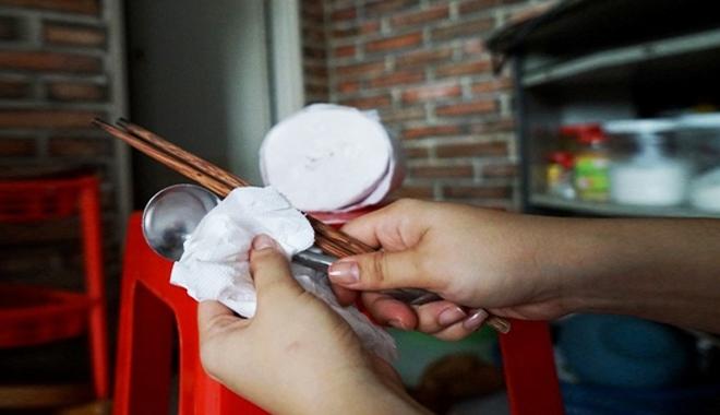 Cảnh báo: Chị em đang rước bệnh vào người vì thói quen sử dụng giấy vệ sinh sai lầm này - Ảnh 3