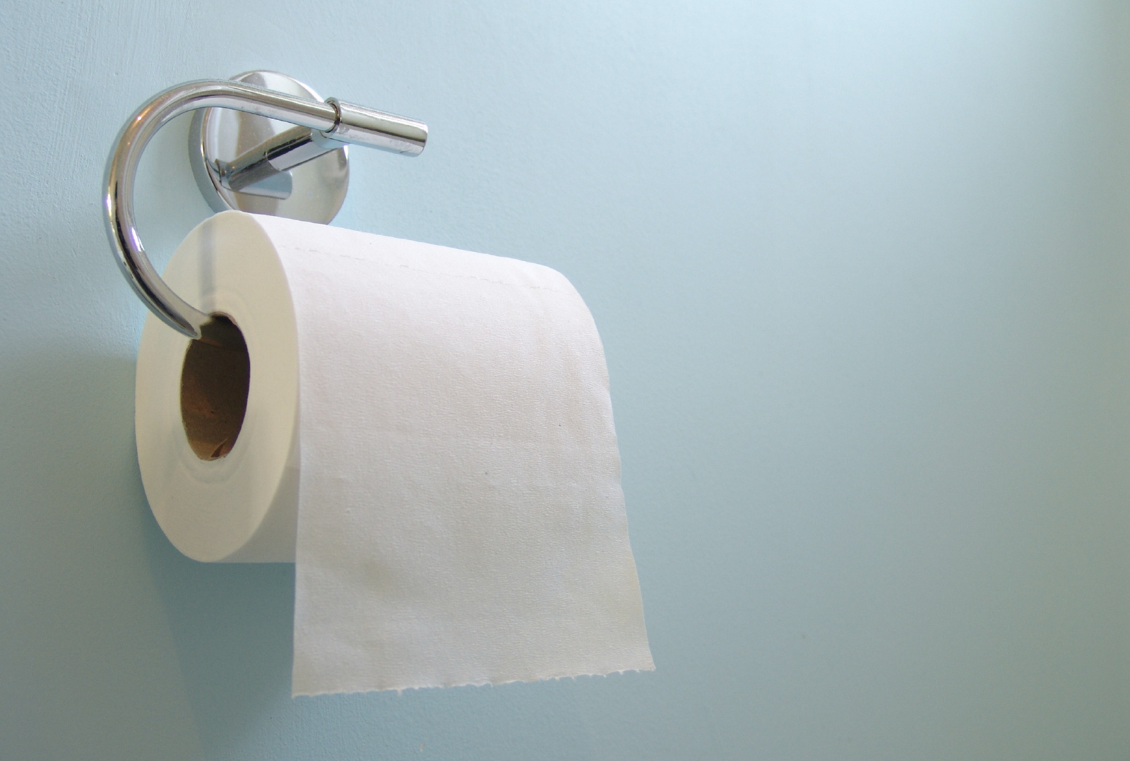 Cảnh báo: Chị em đang rước bệnh vào người vì thói quen sử dụng giấy vệ sinh sai lầm này - Ảnh 4