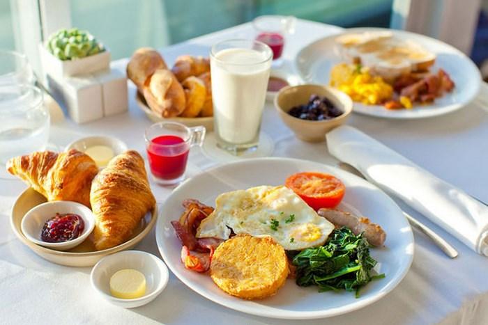 Cứ duy trì thói quen này buổi sáng thì chẳng trách mỡ thừa ngày một dày lên, cân nặng chỉ có tăng không giảm - Ảnh 2