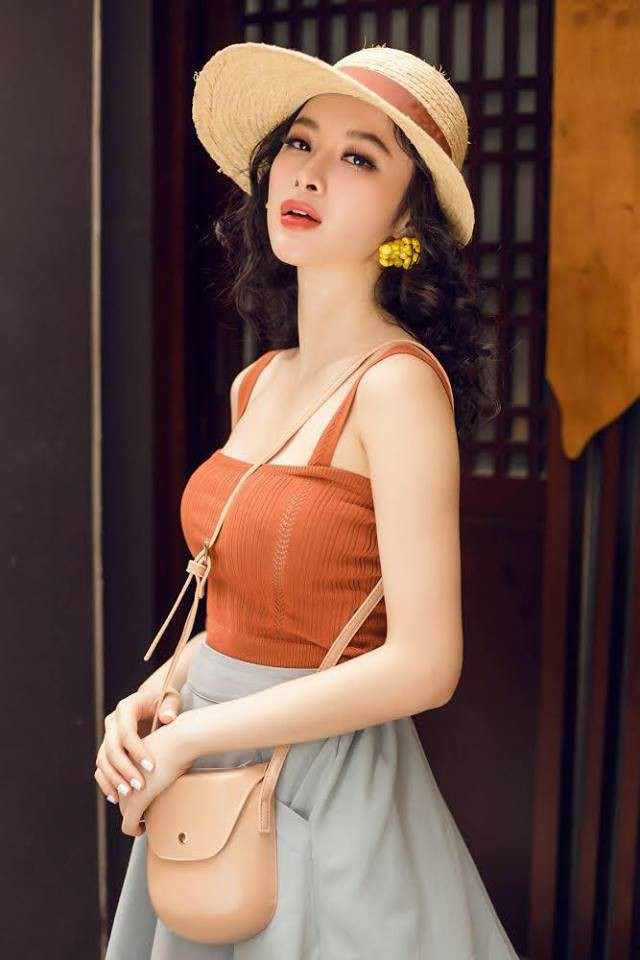 Học sao Việt cách chọn và kết hợp mũ cói sao cho thật duyên dáng khi diện cùng trang phục hè - Ảnh 10