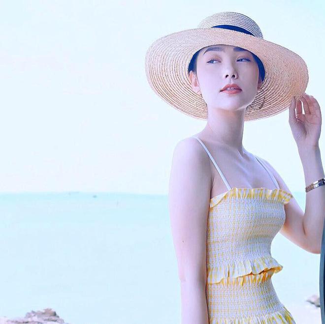 Học sao Việt cách chọn và kết hợp mũ cói sao cho thật duyên dáng khi diện cùng trang phục hè - Ảnh 5