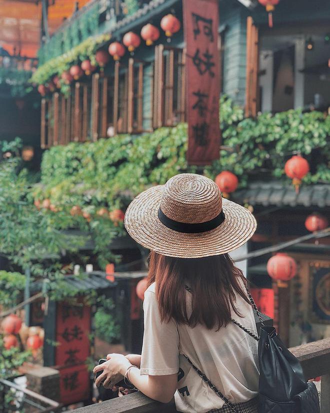 Học sao Việt cách chọn và kết hợp mũ cói sao cho thật duyên dáng khi diện cùng trang phục hè - Ảnh 6