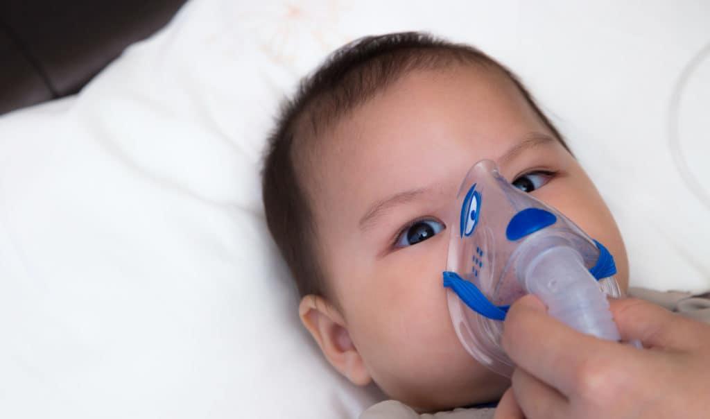 Bác sĩ giải đáp thắc mắc làm sao biết được trẻ sơ sinh bị khò khè? - Ảnh 2