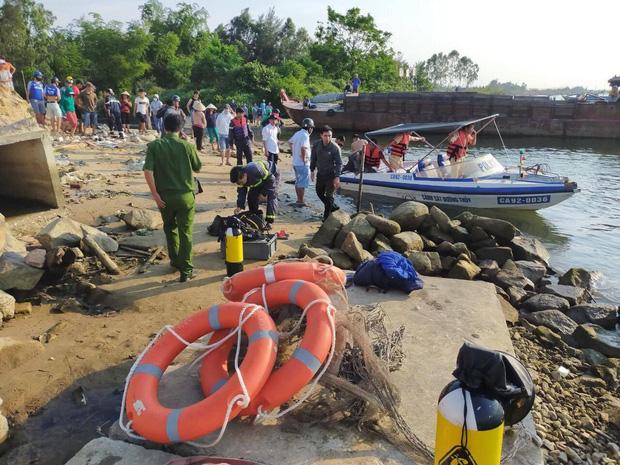 NÓNG: Lật ghe trên sông Thu Bồn, 5 người mất tích - Ảnh 1