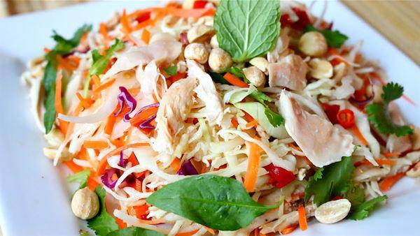 Cách làm gỏi gà với hành tây thơm ngon, thịt ngọt, the the của hành - Ảnh 12