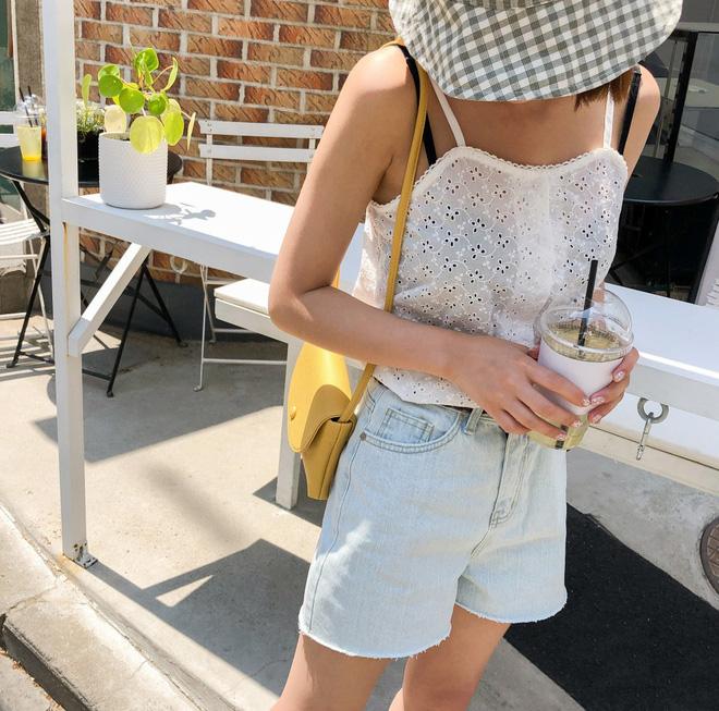 Như một thói quen: Ngày nắng nóng là chị em thi nhau lên đồ với 4 kiểu quần shorts xinh xắn, trendy này - Ảnh 3