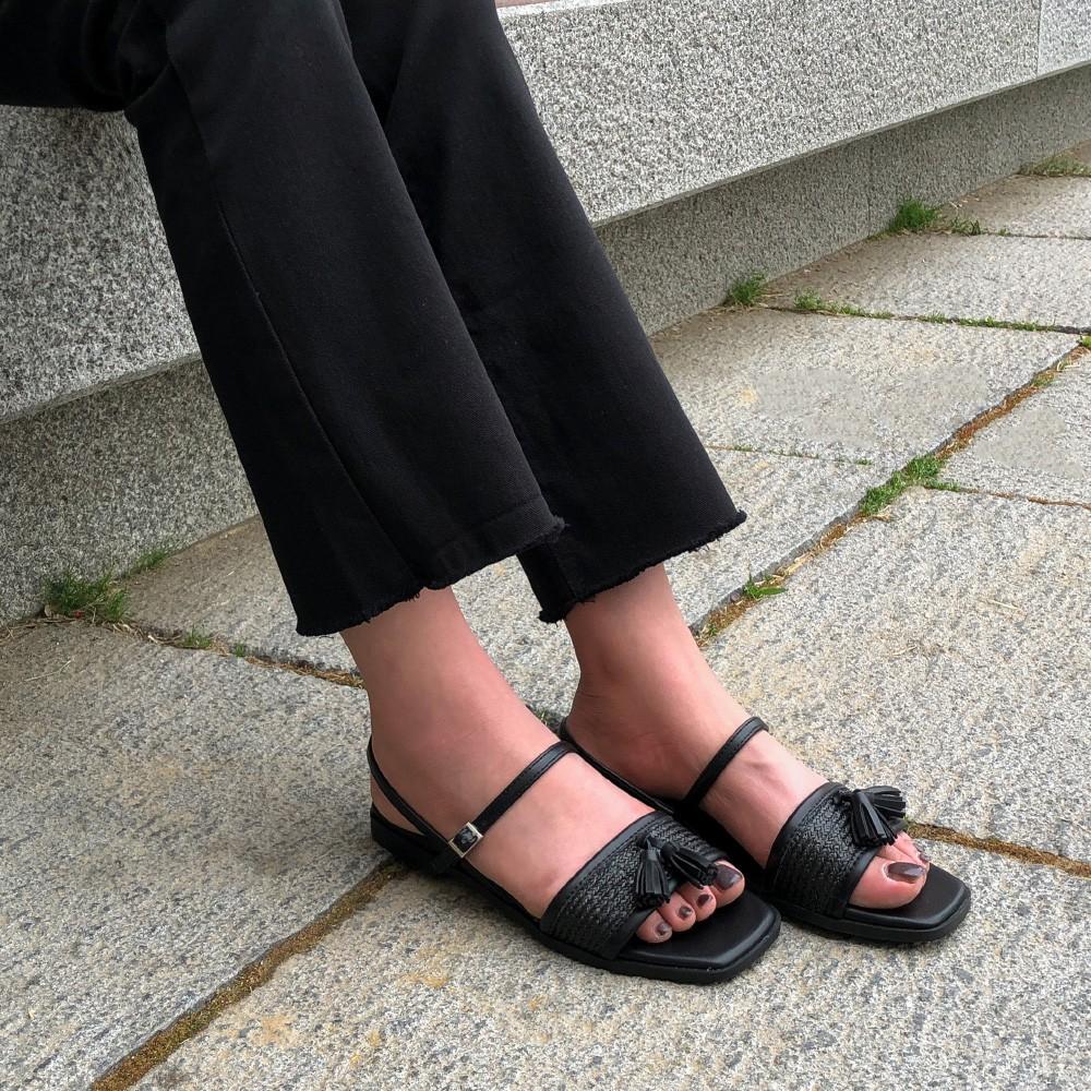 Tạm quên giày cao gót đi, dáng bạn vẫn sẽ cao ráo và phong cách thì đậm chất công sở với 4 kiểu giày bệt này - Ảnh 11