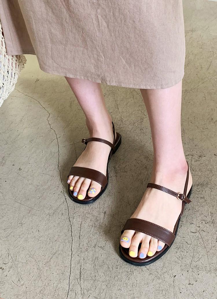 Tạm quên giày cao gót đi, dáng bạn vẫn sẽ cao ráo và phong cách thì đậm chất công sở với 4 kiểu giày bệt này - Ảnh 12