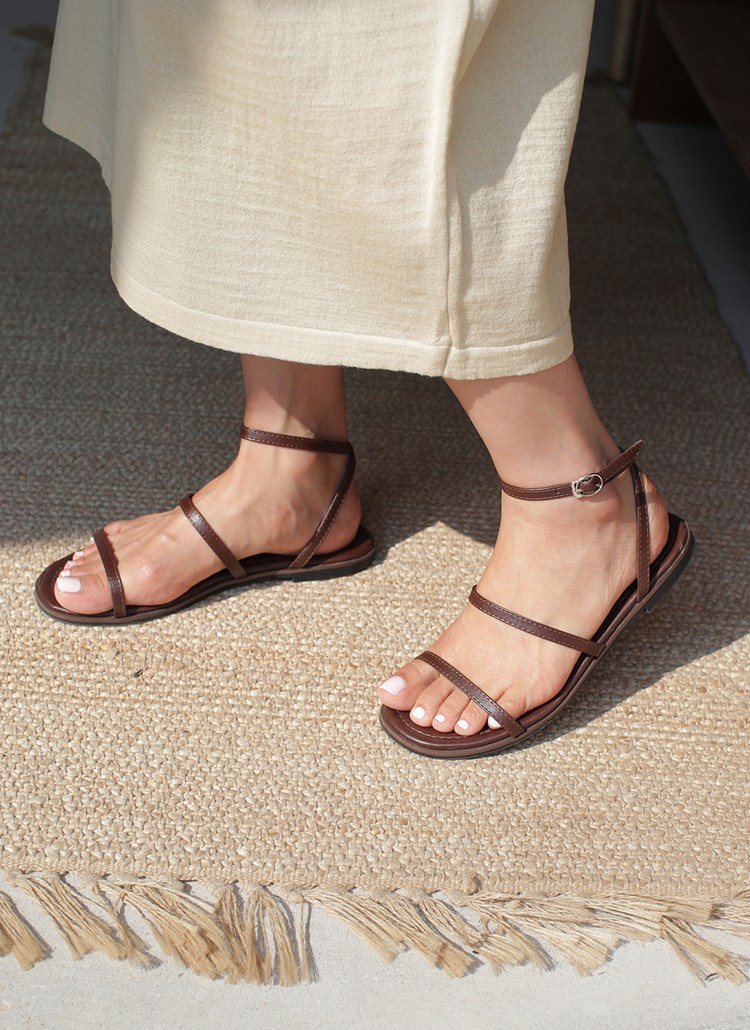 Tạm quên giày cao gót đi, dáng bạn vẫn sẽ cao ráo và phong cách thì đậm chất công sở với 4 kiểu giày bệt này - Ảnh 14