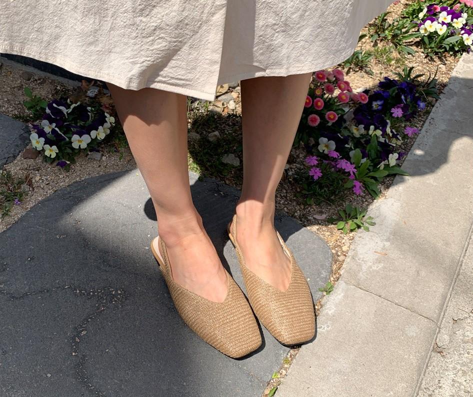 Tạm quên giày cao gót đi, dáng bạn vẫn sẽ cao ráo và phong cách thì đậm chất công sở với 4 kiểu giày bệt này - Ảnh 6