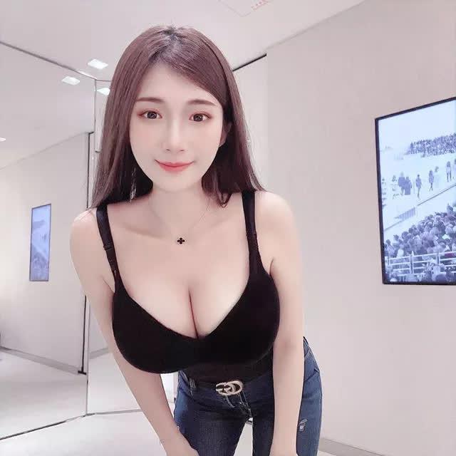 Nhá hàng hình selfie trong siêu thị, nàng hot girl gây sốc cộng đồng mạng, trang cá nhân đã có hơn 3 triệu lượt follow - Ảnh 6