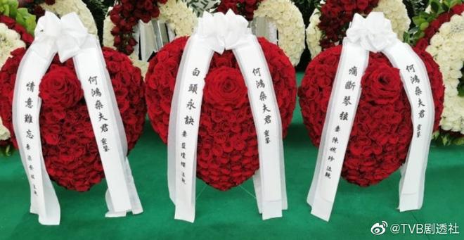 Tang lễ trùm sòng bạc Macau ngày 1: Quý tử nhà Ming Xi - Hà Du Quân lần đầu lộ diện, Đậu Kiêu cũng xuất hiện bên gia tộc họ Hà - Ảnh 8