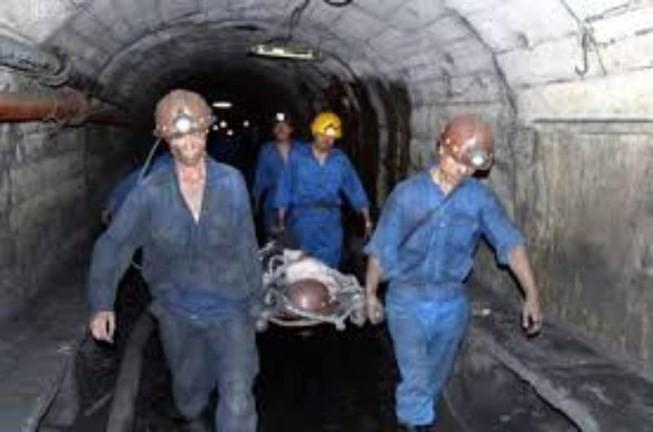 Hầm lò sập vùi lấp hai công nhân trong đêm, một người tử vong - Ảnh 1